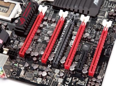 MAXIMUS V EXTREME:重度敗家者注意,最強 Z77 超頻主機板登場