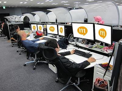 原來在 mixi 辦公室都是躺著上班,日本的工作環境一樣令人羨慕