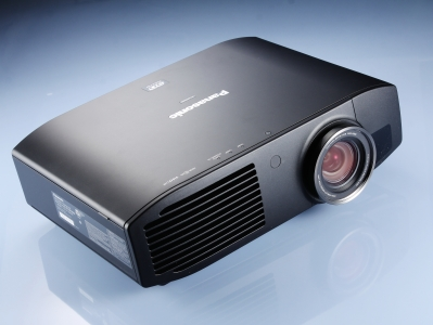 Panasonic PT-AE7000U:3LCD 面板技術中高階機種,看見純粹的美感