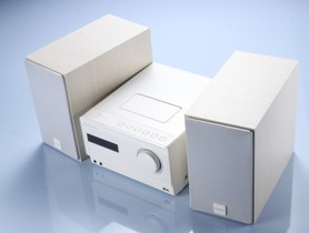 Pioneer X-CM31 音響:接 iPhone、隨身碟,放 CD 都行,而且身形小巧