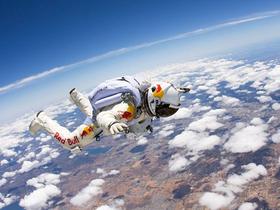 Red Bull Stratos 平流層極限跳傘成功,人體自由落體突破音速第一人