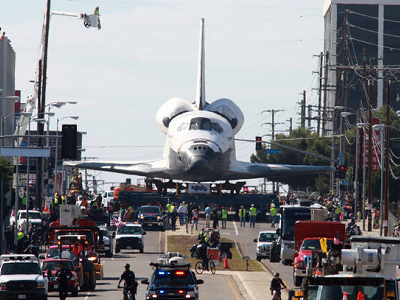 奮進號太空梭除役,洛杉磯大街最後巡禮畫面