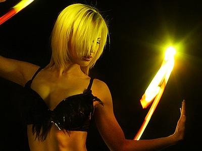 美女與光影的舞動,24台環景相機打造動感的靜態照片