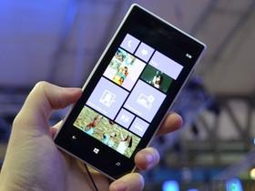 Nokia 推出中階機 Lumia 720 與入門款 Lumia 520,建議售價 6000 元有找