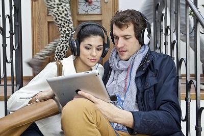 Logitech UE 4000、UE 6000耳機、行動音樂盒及羅技音箱系統Z553