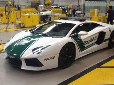 杜拜警察也太爽了吧?竟然可以開千萬超跑警車!