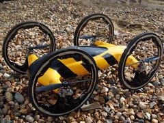 結合越野車與直升機的「B」玩具遙控飛天車,或許是飛天車的未來
