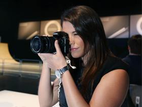 三星發表全球首款 Android 可交換鏡頭相機 Galaxy NX ,搶先體驗試玩