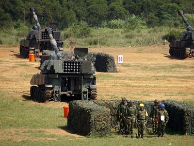 現場直擊:參訪國軍重砲射擊,乘坐CM-21裝甲運兵車,試用T91步槍訓練電子模擬器