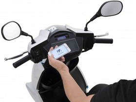 iPhone 當作監控儀表,TERRA MOTORS A4000i 電動機車登場