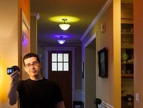 飛利浦 Hue 智慧型燈具,可以透過簡訊改變燈光的顏色