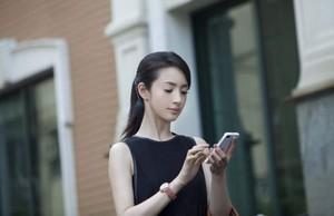 金獎影后林依晨 知性熟女完美演繹BlackBerry 10