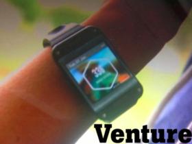 更多三星 Galaxy Gear 智慧手錶的實機圖以及資訊,感覺不是很彎曲