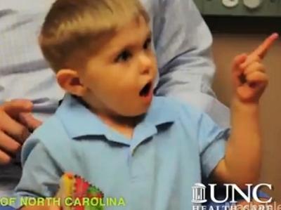 Google眼鏡又有新用途,協助聽障兒爸媽學習手語
