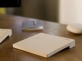 這不是砧板,是一款具有藍牙的木製無線觸控板