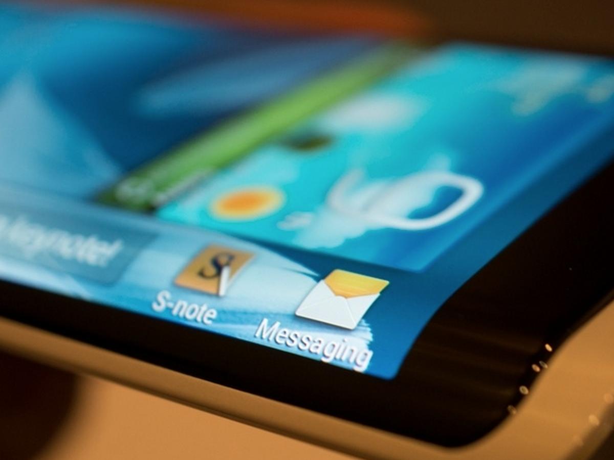三星即將在下個禮拜搶在 LG 之前發佈可彎曲螢幕手機,可能會像 Note3