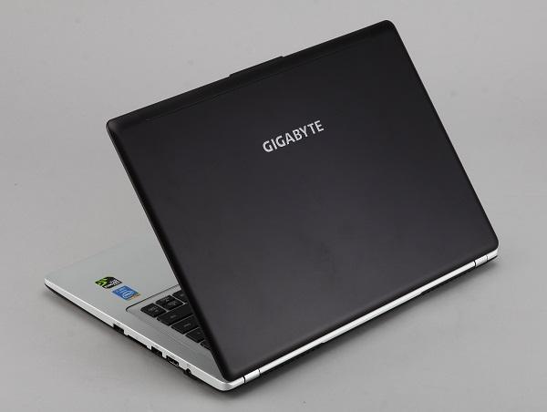 Gigabyte P34G 評測:14 吋輕薄遊戲筆電效能不打折