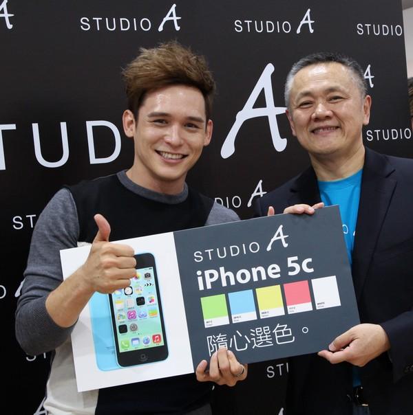 混血王子倪安東出席STUDIO A開幕慶 3C殺手5年換8支手機  最愛粉色iPhone 5C