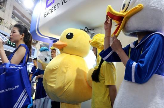 黃色小鴨來開趴! Epson資訊月Fun送0元3D劇院投影機