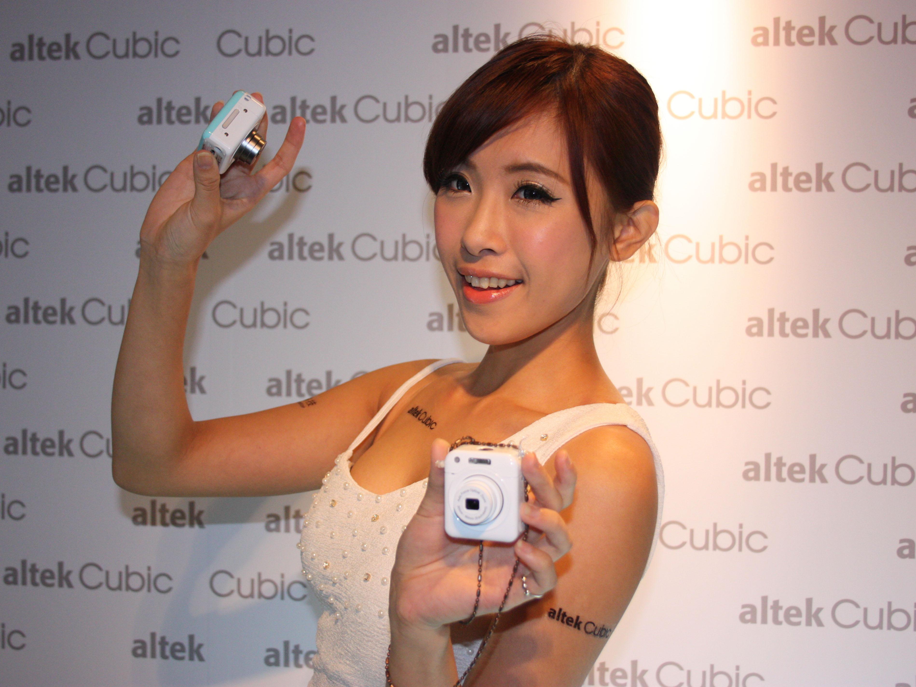 altek 推出小巧分離式相機 cubic ,建議售價 2980 元