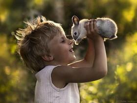 動物與孩子的純真畫面,Elena Shumilova用鏡頭記錄下的兒童寫真