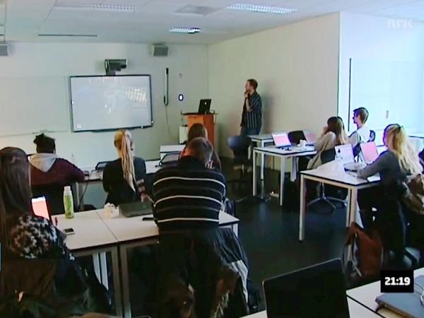 挪威道德教育:全班一起打《陰屍路》