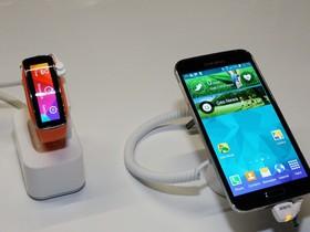 純運動系曲面智慧腕帶手錶 Samsung Gear Fit 一手試玩