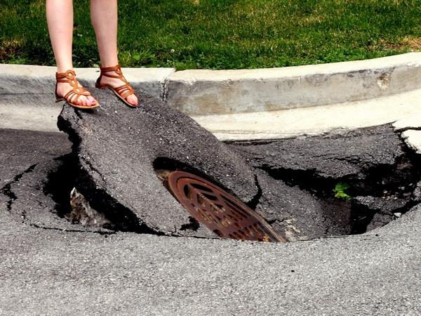 Street Bump 利用手機GPS與重力感測器,城市哪裡有坑洞自動回報政府