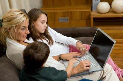 台灣媽媽愛用臉書,近 8 成搶跟子女做朋友