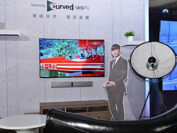 Samsung黃金曲面UHD TV磅礡登台!影音視聽系列產品震撼影音細膩如實、藏鮮愛現門旗艦冰箱終極新鮮 !
