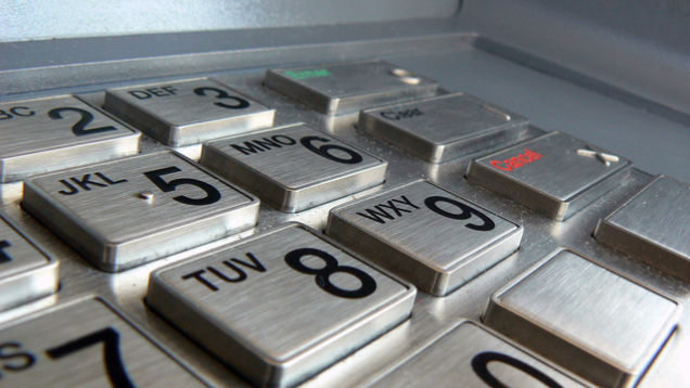 14 歲青少年成功駭進 ATM 提款機,靠的是上網買的維修手冊和預設密碼