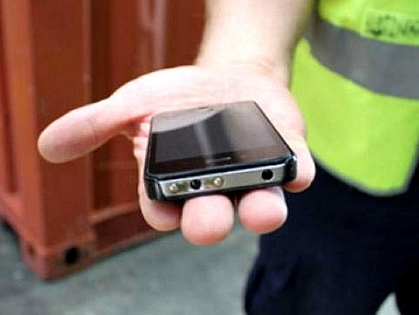 偽裝 iPhone 電擊棒數量增加!可發出650,000伏特電力!