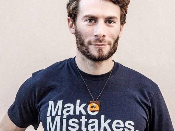 這個 28 歲的矽谷魯蛇搞砸公司後,他的道歉聲明更讓人上火