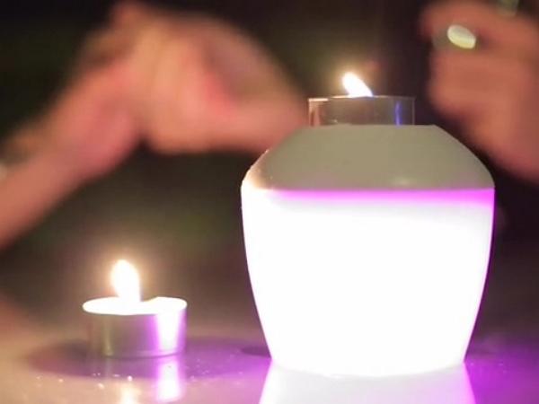 裝3號電池就可亮!可自由變換色彩的新「亮點」PLAYBULB candle