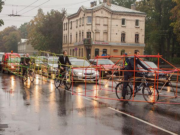 歐洲單車族對汽車族的抗議:不要佔用我們的路權!