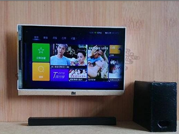 買不起電視苦中作樂,網友將小米手機DIY改成小米「微電視」