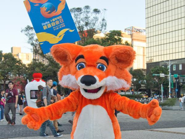 Firefox 十週年特展:網路自由日,從 IE 還肯送大蛋糕那時說起