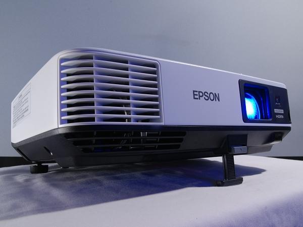 高解析三倍亮度,零接縫無線傳輸, Epson 商用投影機 EB-1985WU 評測
