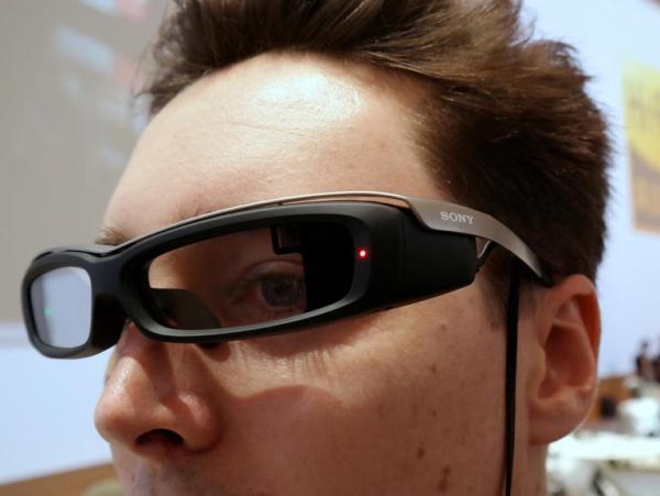 Sony創意再發功,任何普通眼鏡外掛智慧模組 就能變成 Google Glass!
