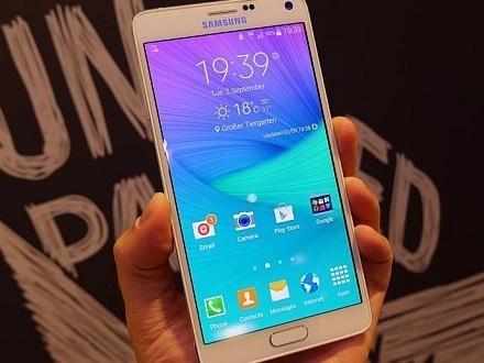 三星再推全金屬手機 Galaxy A7,大螢幕超薄傳本月登台