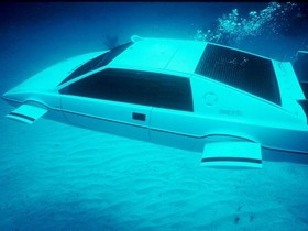 特斯拉電動車也有彩蛋!內建「007」潛艇模式輸入隱藏代碼便可開啟