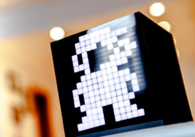 點陣魂!搭載6面顯示器的防水迷你電腦