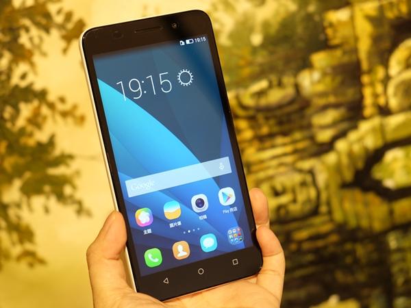 HUAWEI榮耀 4X、ZenFone 2  實機比較,中階5.5吋大螢幕手機新選擇
