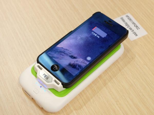 裝了這個保護套,iPhone 也能支援 Qi 無線充電