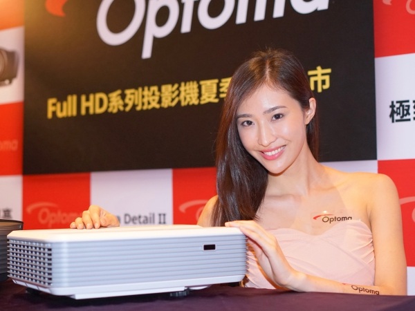 只要30cm距離就能投影100吋Full HD!Optoma推出超短焦投影機EH320UST