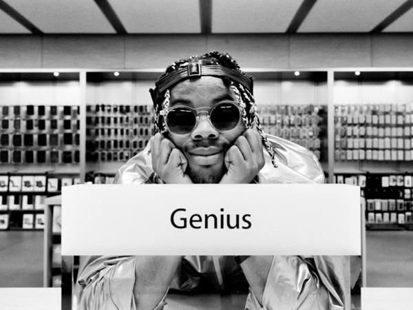 沒錢沒資源沒錄音間沒關係,這名歌手偷偷在蘋果零售店製作了他的音樂專輯