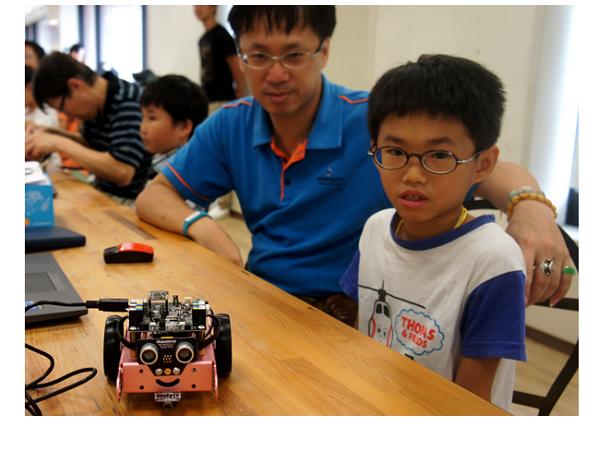【Maker Club】小學生都能輕鬆玩!mBot 機器人組裝、程式學習親子實作營