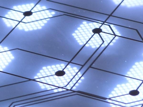 結合量子點和鈣鈦礦,造出更高效率的 LED