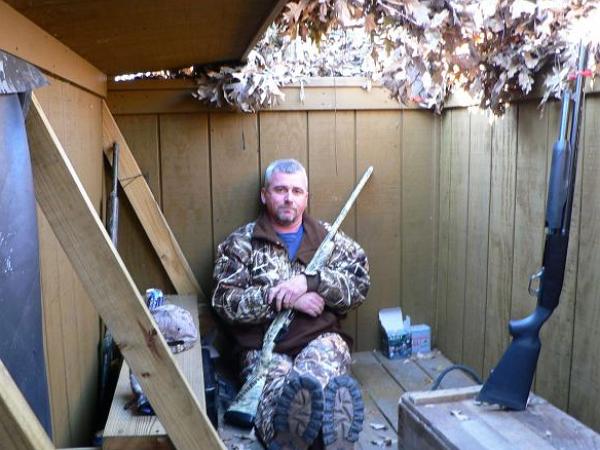 這名男子在自家後院用霰彈槍轟下無人機被逮,他有罪嗎?