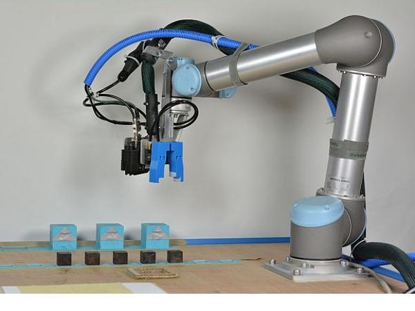 機器人製造機器人? 英國劍橋大學推出母親機器人,可以製造並改善機器人後代